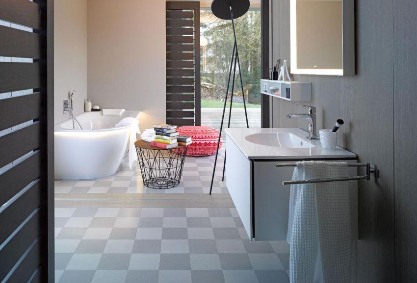 Modern fürdőszoba pepita mintás padlólappal