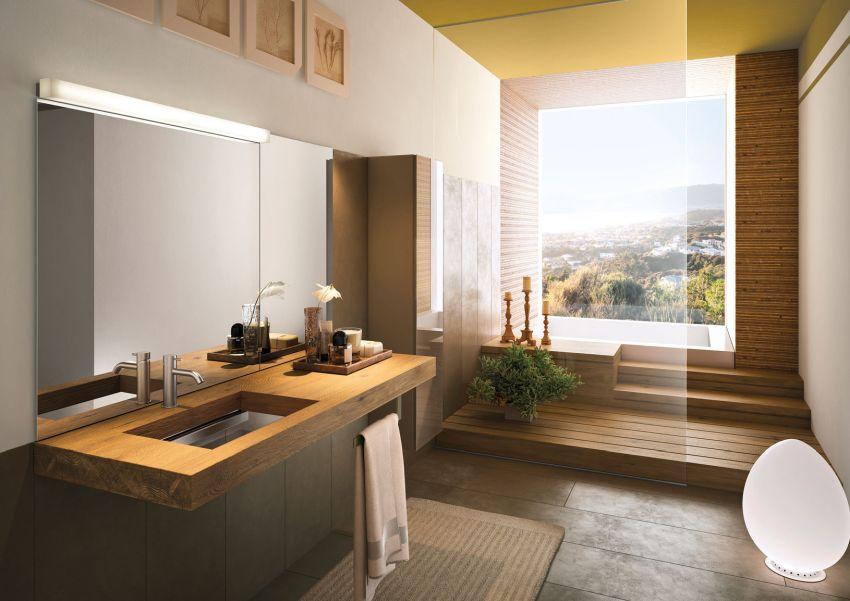 Világos fürdőszoba tömörfa mosdópulttal