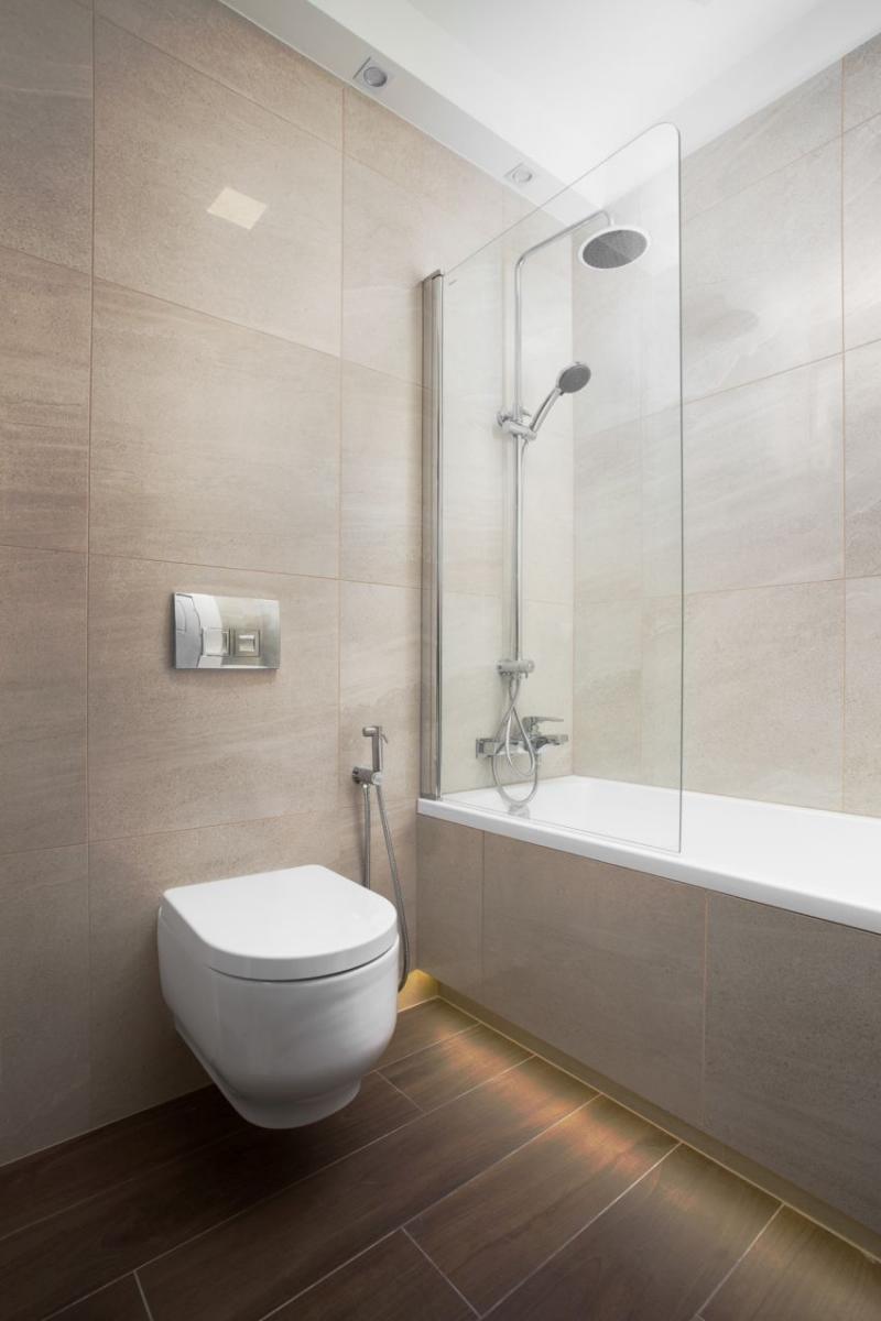 Szakos Andrea lakberendező modern fürdőszoba