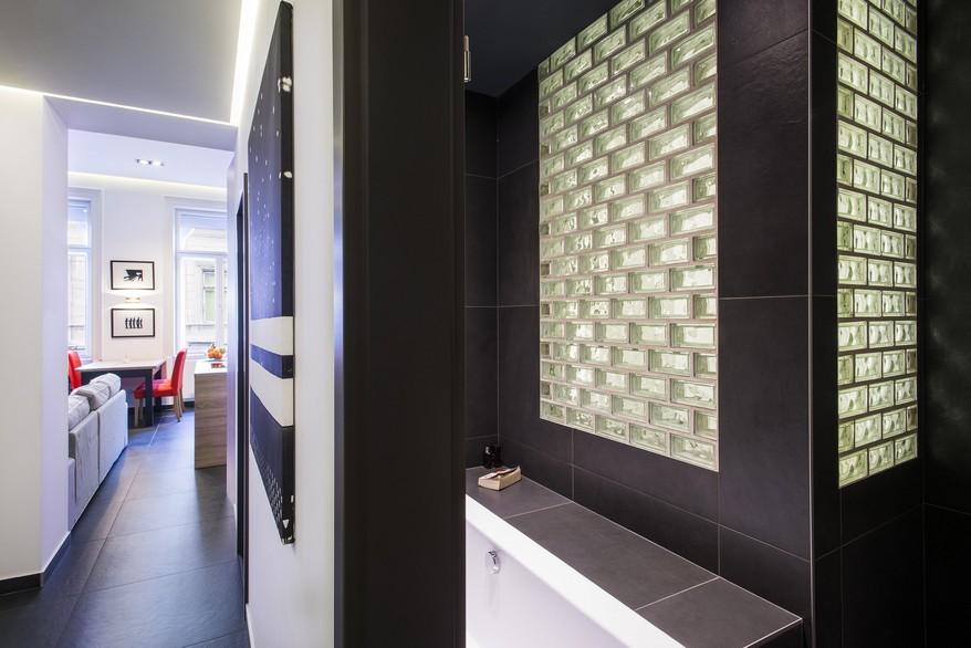 Üvegtégla a fürdőszoba falában