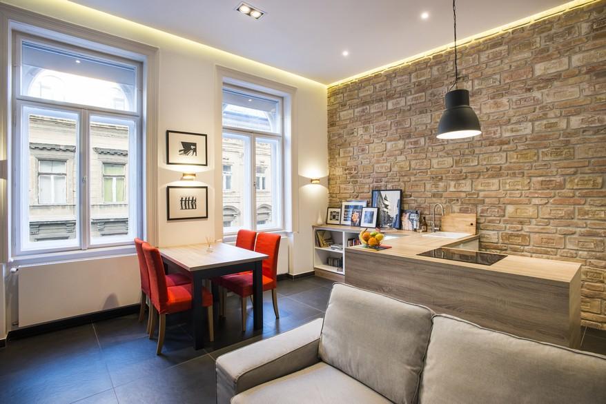 Téglafal design belvárosi házban