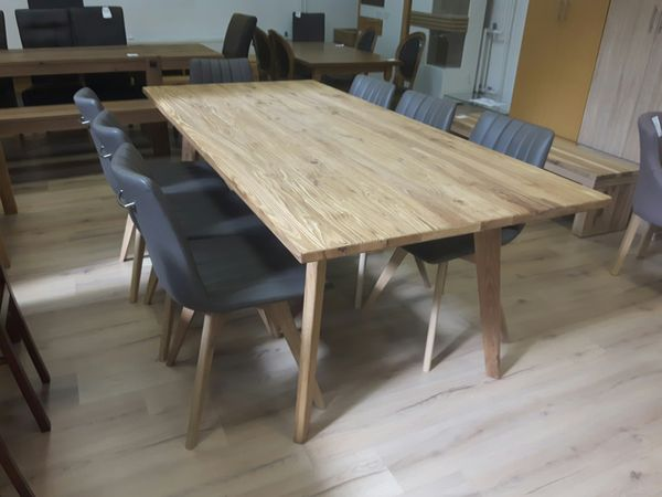 Alessia asztal