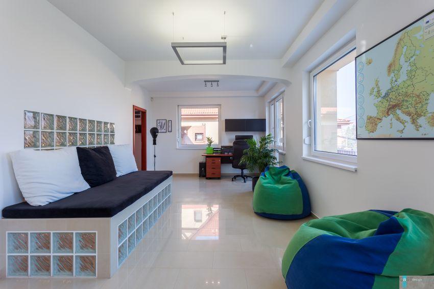 Családi házba tervezett irodát a Castdesign zsákfotelek