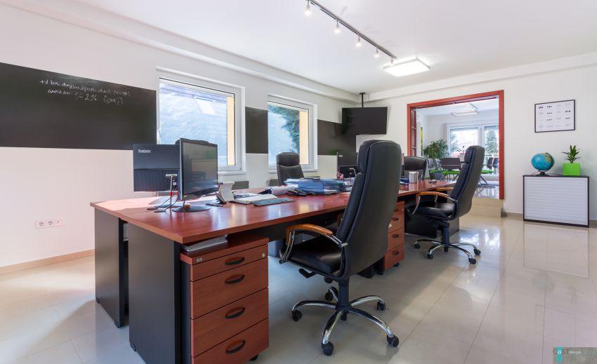 Családi házba tervezett irodát a Castdesign munkaállomások