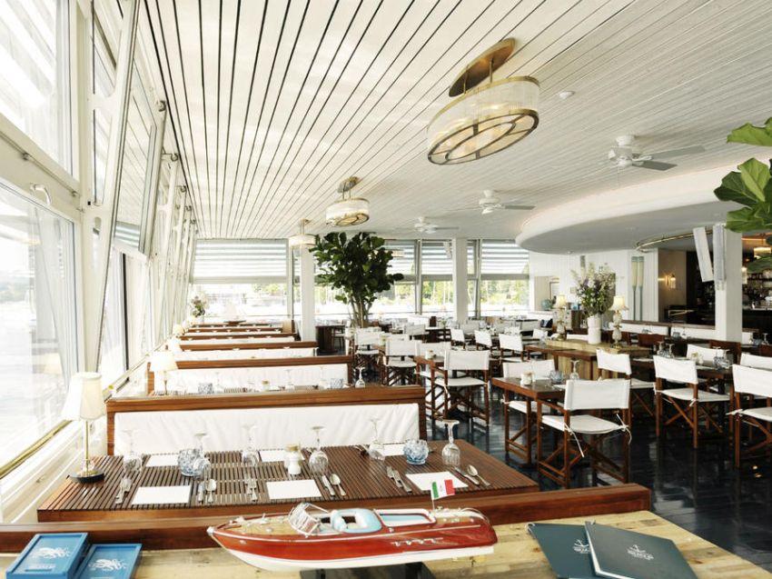 Art deco stílusú lámpa egy étteremben