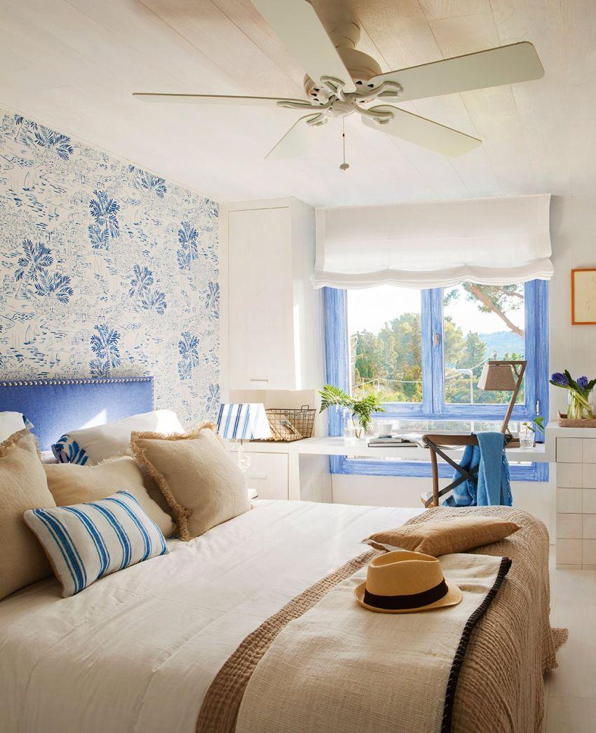 Elegáns mediterrán hálószoba kék és fehér