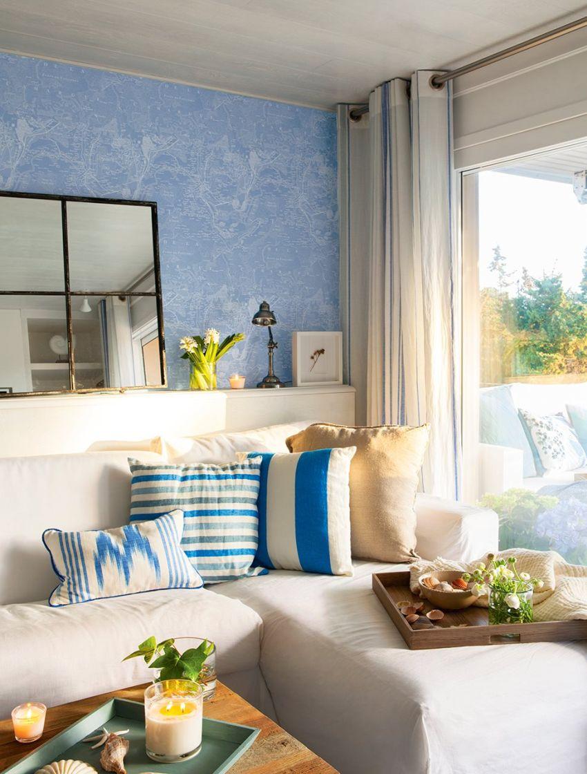 Kék tapéta, kék-fehér lakástextil