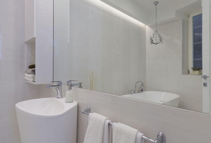 Térnövelés a fürdőszobában tükörrel