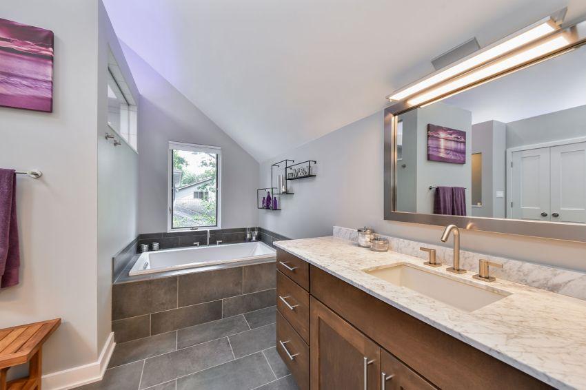 7 inspiráló világos modern fürdőszoba klasszikus bájjal