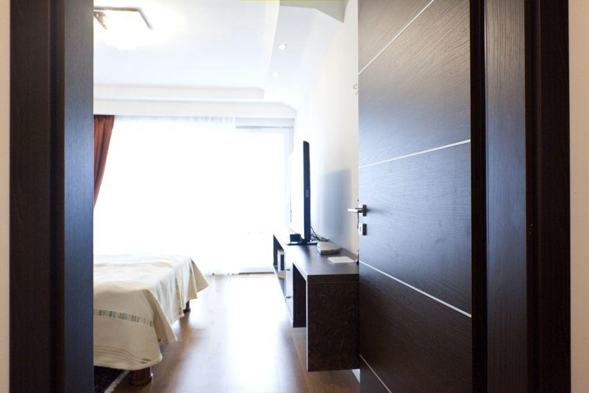 Tömör hálószoba ajtó