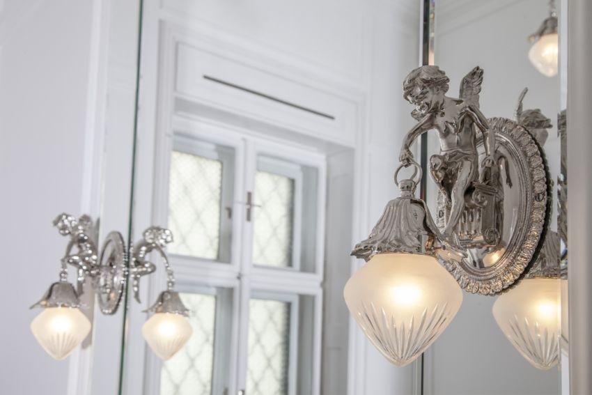 Új gyártású barokk lámpa ezüst falikar