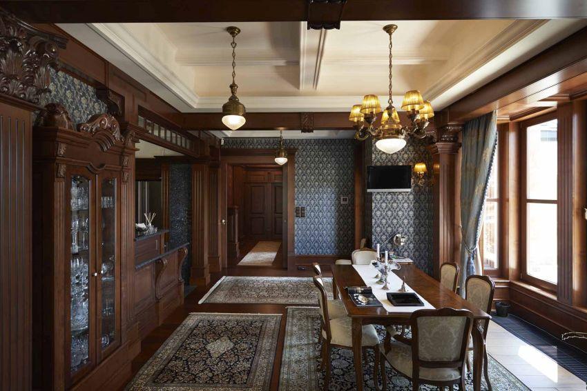 Barokk szoba barokk bútor és lámpa