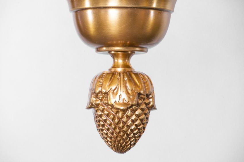 Gazdagon díszített barokk lámpa részlet