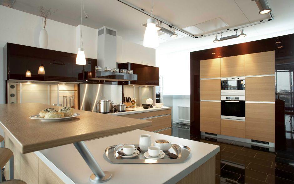 Modern konyhabútor fa frontokkal