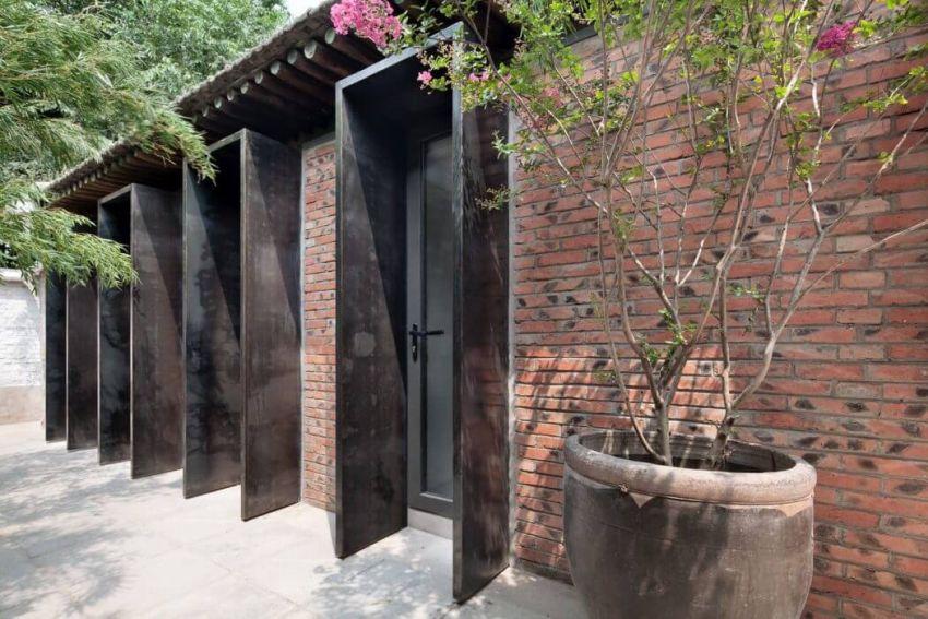 Kínai ház udvara kültéri kaspóval