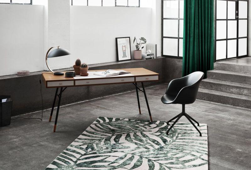 BoConcept lámpa és íróasztal, szőnyeg
