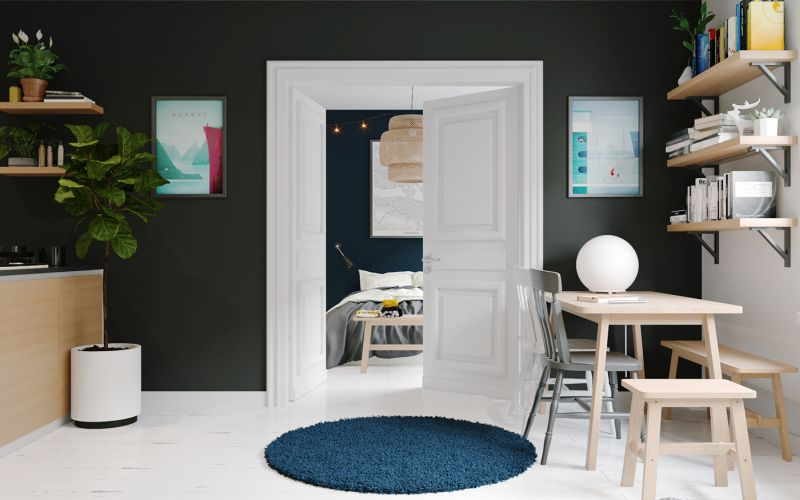 Fehér dupla ajtó sötét falakkal