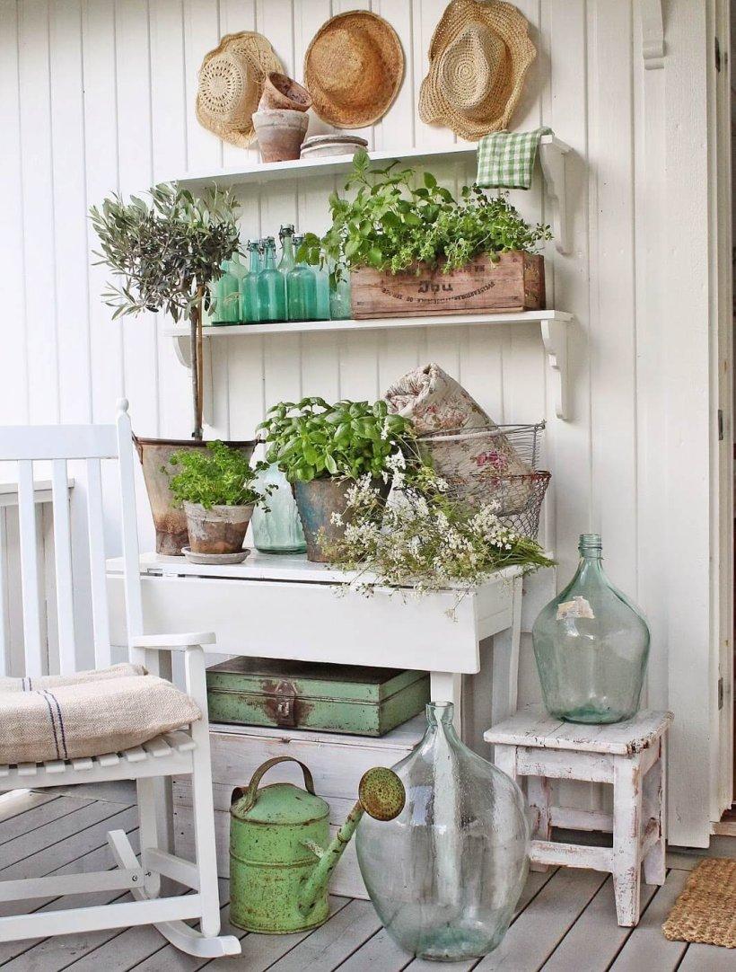 Ódon vintage kerti dekoráció és bútorok