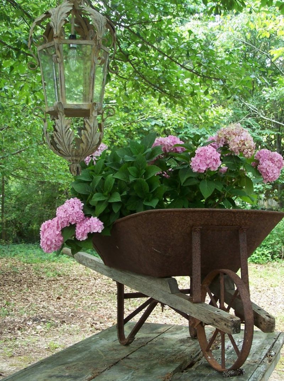 Régi fémtalicska mint kerti dekoráció