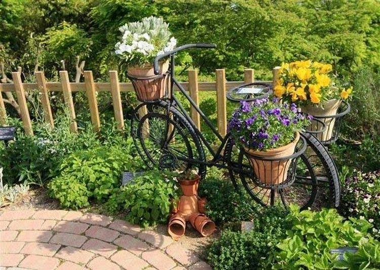 Kerti bicikli már csak dekoráció