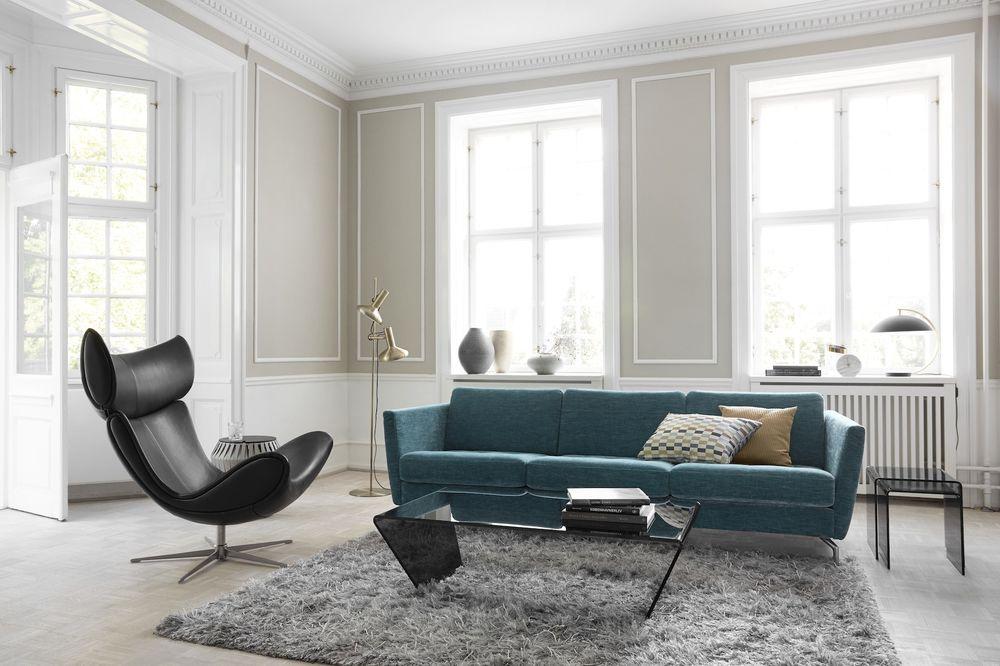 Türkiz kanapé egy skandináv enteriőrben