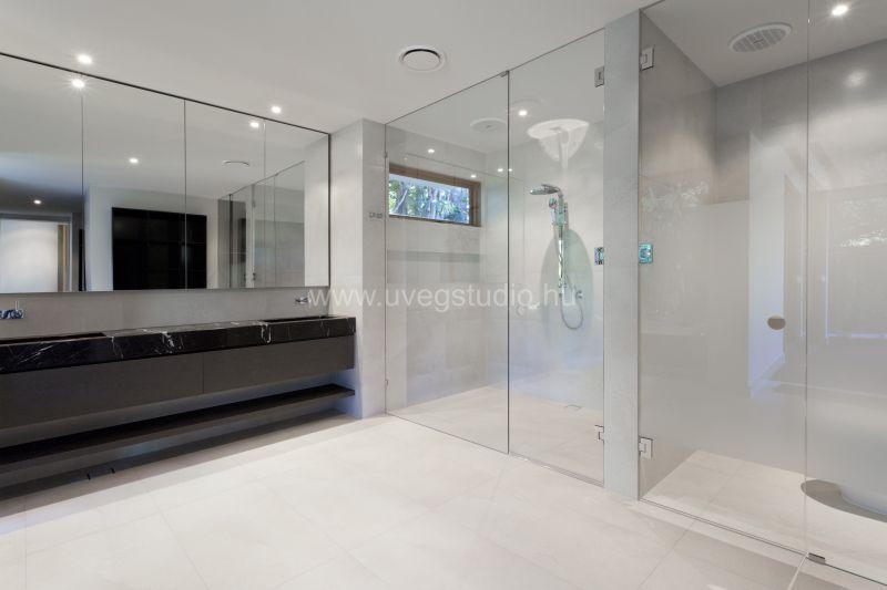 Modern fürdőszoba üvegfal design