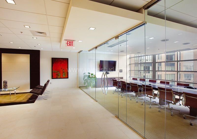 Modern irodaberendezés üvegfallal
