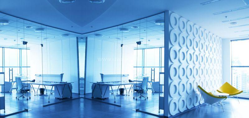 Elegáns iroda üvegfalakkal