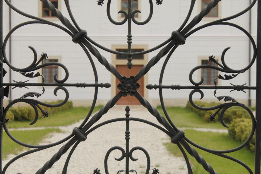 Kovácsoltvas kerítés minta