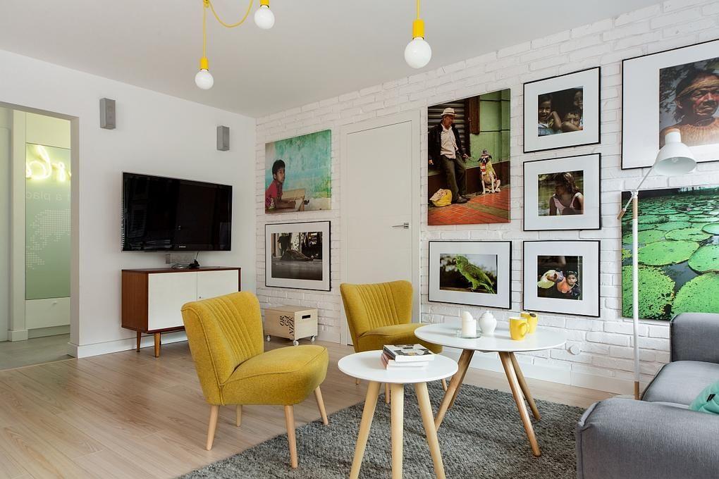 Retró hangulatú nappali lakberendezás sárga fotelekkel