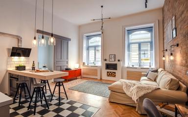 Újjáéledő 65 m2-es budapesti lakás a vigalmi negyed közelében