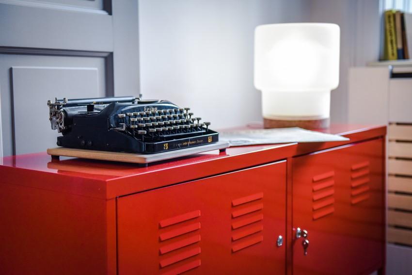 Ikea piros fémszekrény