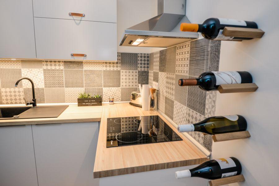 Asztalláb bortartó konyhába