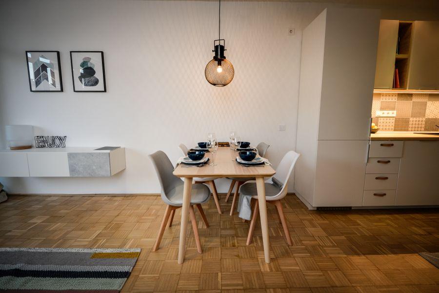 Modern étkezőgarnitúra kis lakásba