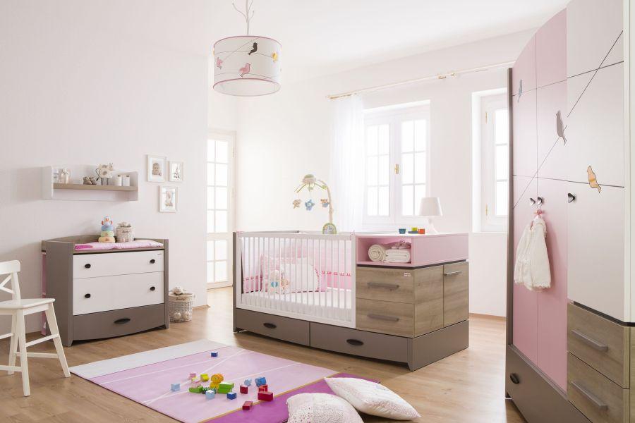 Rózsaszín és faszínű babaszoba, kiságy