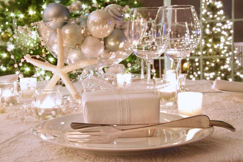 Ezüst színű karácsonyi asztaldekoráció