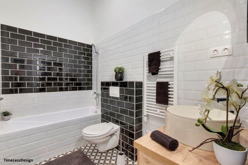 Modern fürdőszoba fekete és fehér metró csempével