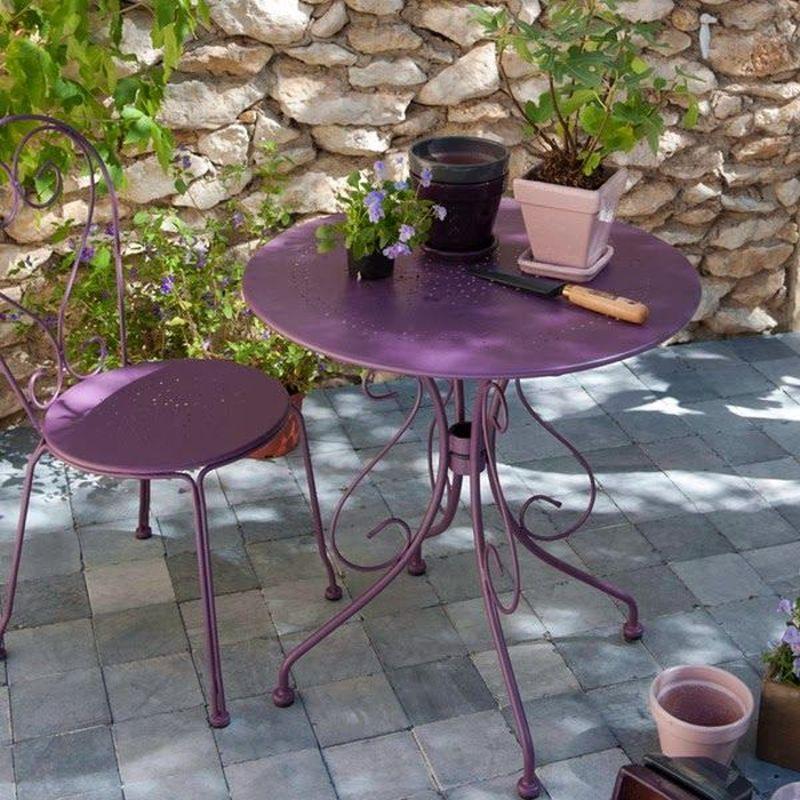 Festett lila kerti szék