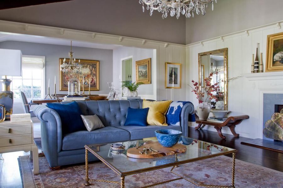Emily Henderson lakberendező kék kanapé projekt
