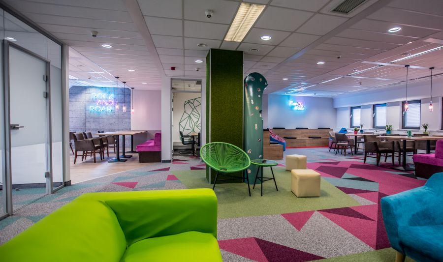Színes székek, fotelek Generali irodában