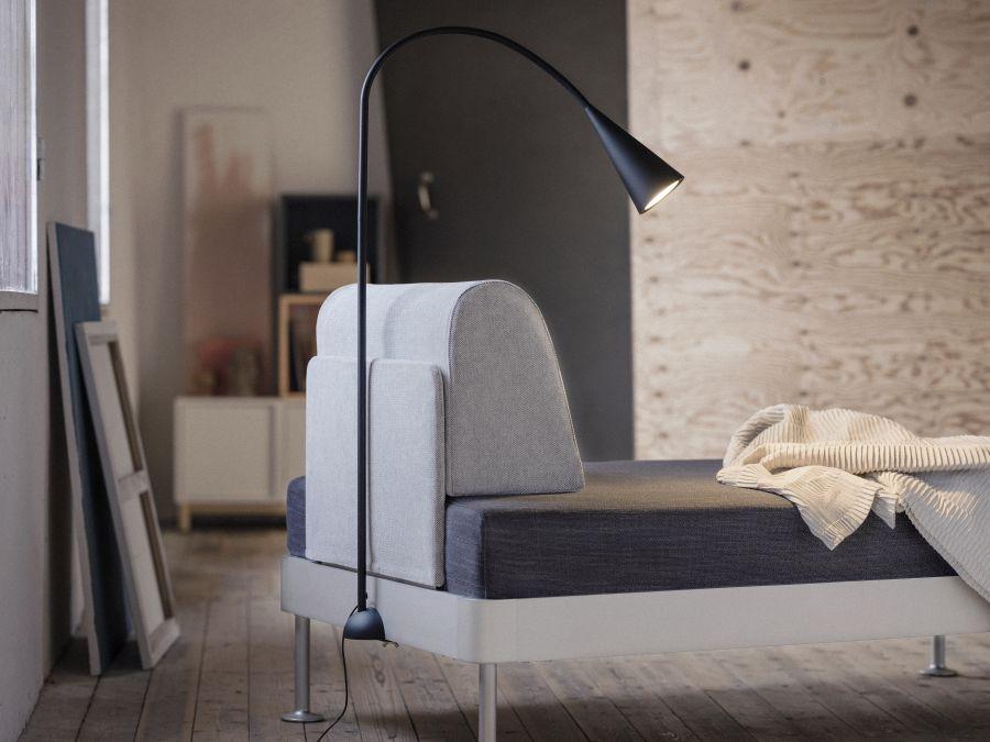 Ikea Delaktig kanapé integrált lámpával