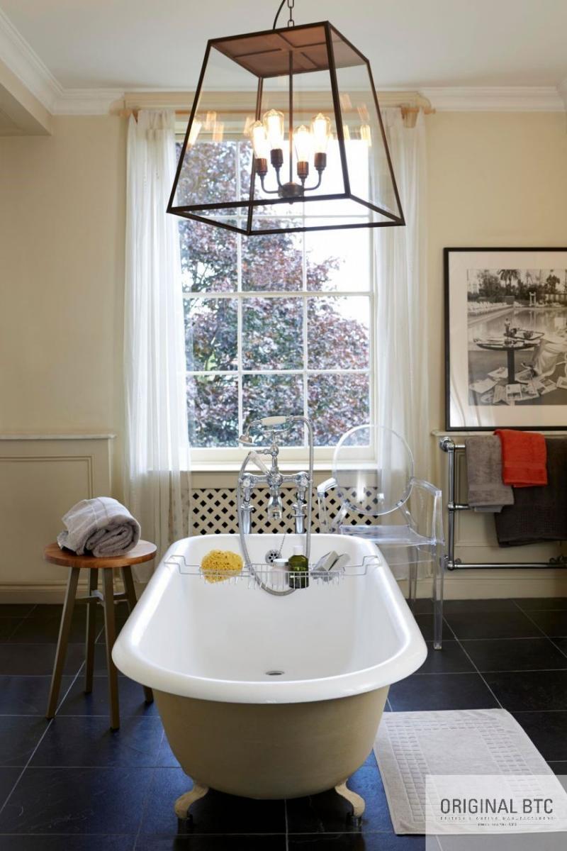 BTC lámpa fürdőkád felett