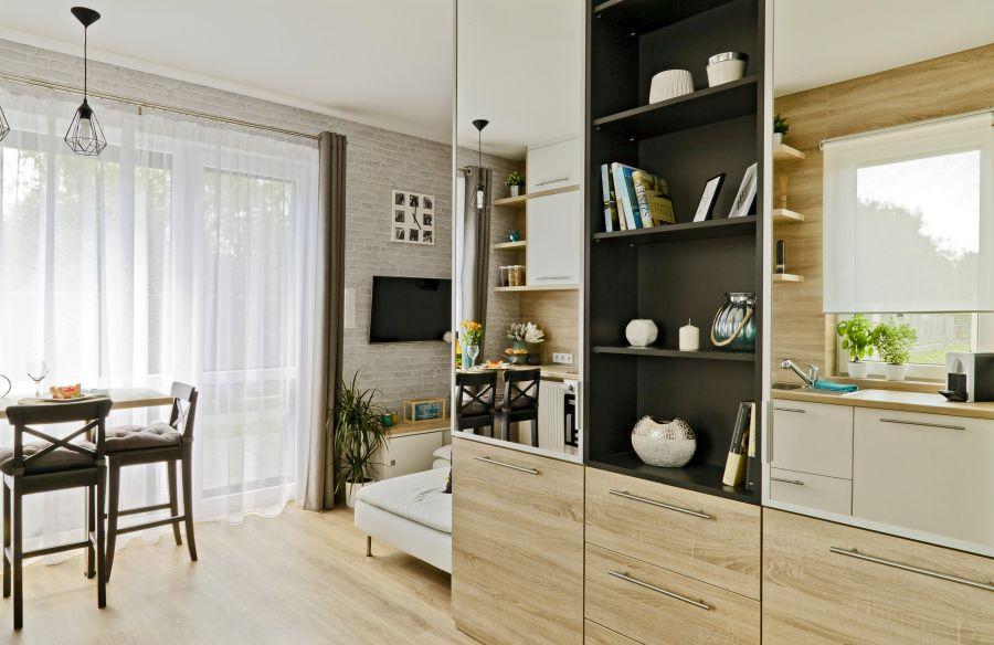 Tükrös nappali szekrény térnövelő hatással