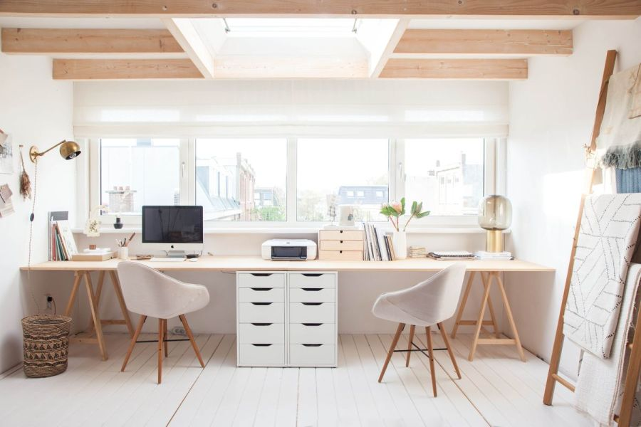 Világos skandináv típusú dolgozószoba