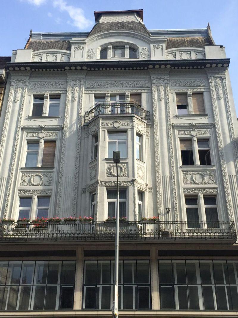 Belvárosi ház a Duna partján