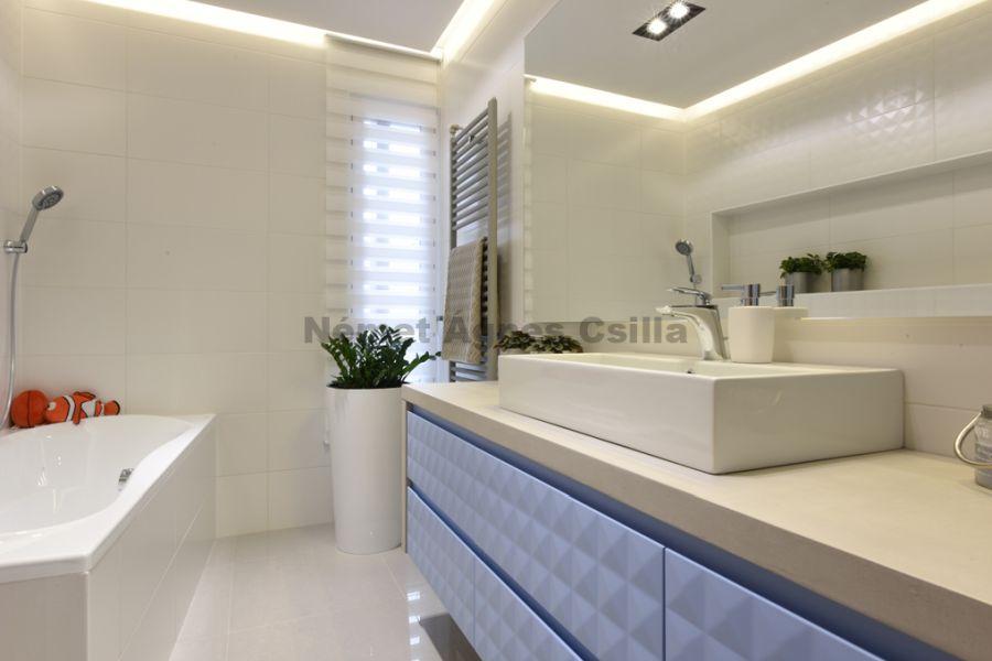 Német Ágnes Csilla - Családi ház lakberendezés Év lakberendezője díj fiú fürdőszoba