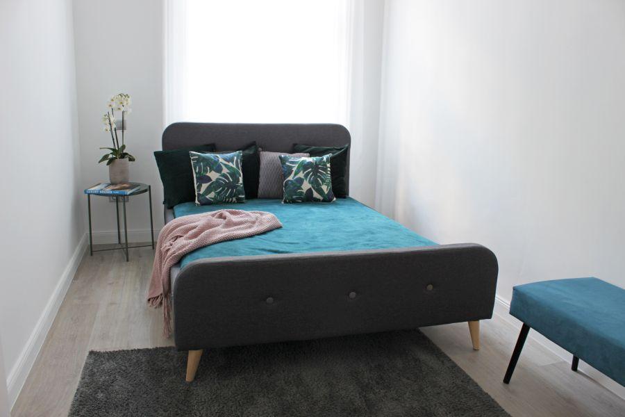 Modern franciaágy a kis hálószobában