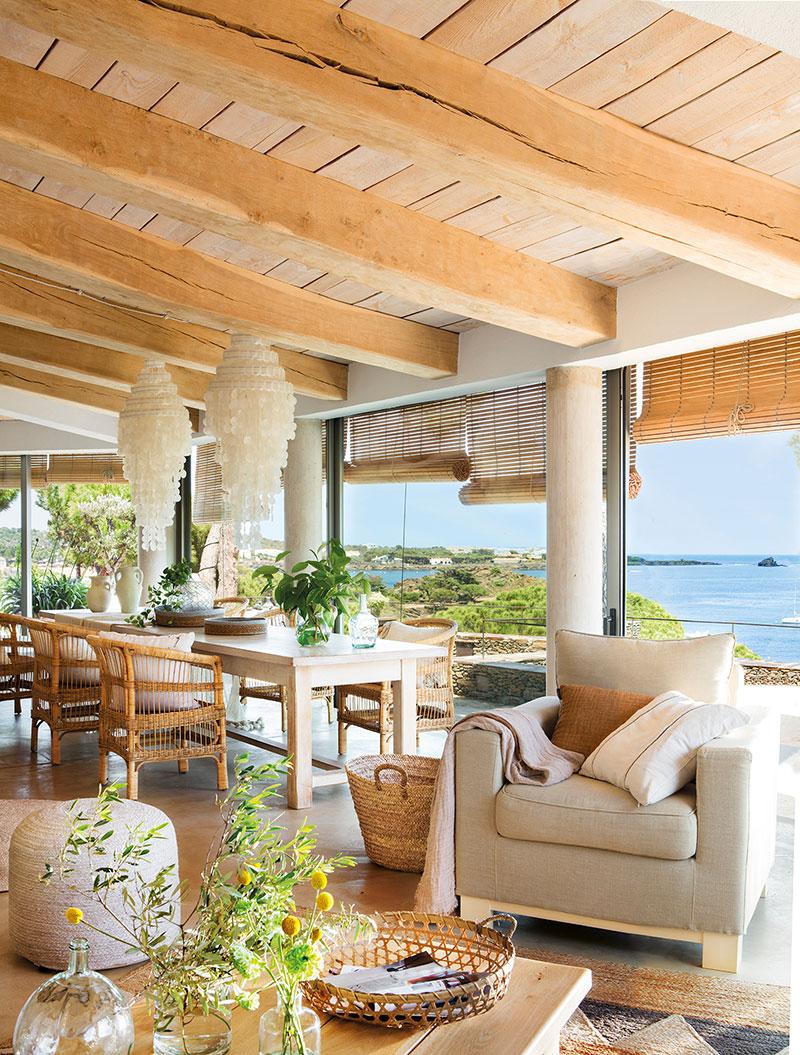 Étkező egy spanyol mediterrán tengerparti házban