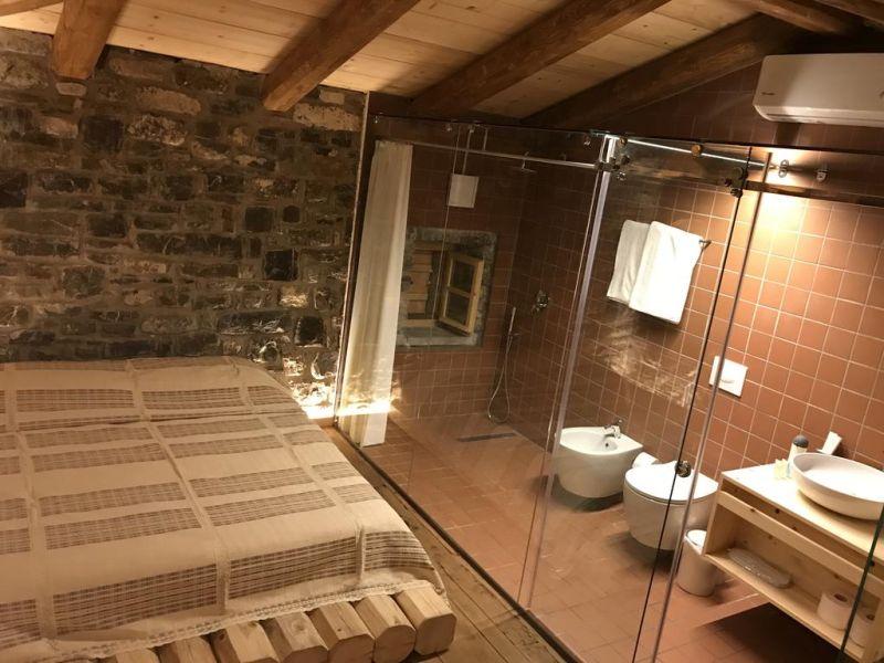 Üvegfalú zuhanyzó
