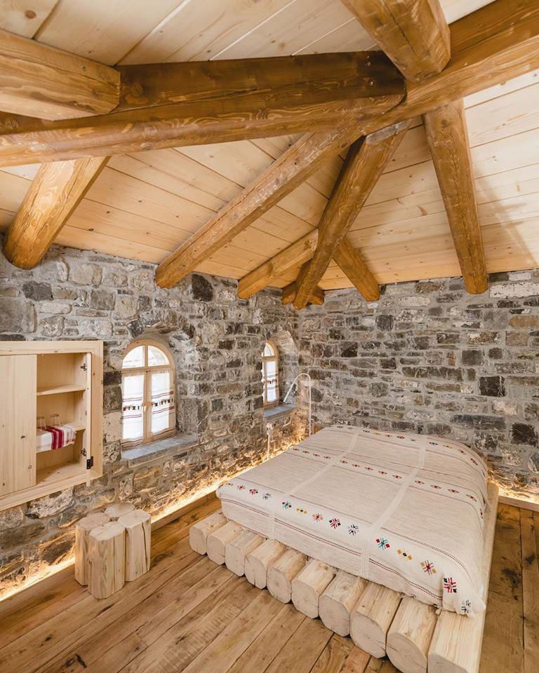Rusztikus albán szállodai szoba
